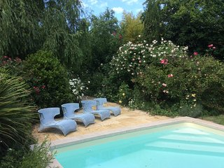Le Chai d''Arcins, renovated 19th century barn with pool only 8kms from Bordeaux, Latresne