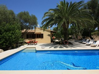 Charmant 2 bed Villa with private Pool + Garden