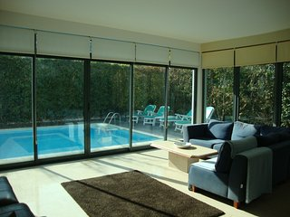 Luxury Modern Villa with Swimming Pool sleeps up to 8 + Over looking golf course, Quinta do Anjo