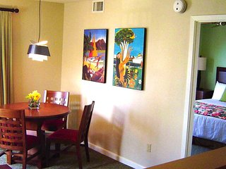 Wyndham Waikiki Beach Walk ~ Heart of Waikiki ~ 1B Deluxe ~5 min walk to beach, Honolulu