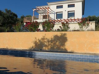 VILLA ARTEMIS / KALAMOS / BY PELIONESTATES very close to the sea (100 metres)