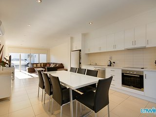 Unwind * 'The Block' Townhouse no 8 - Victor Harbor
