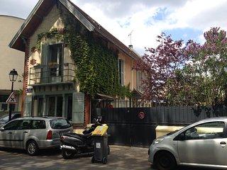 Paris bord de Marne entre Paris et eurodisney grande maison lumineuse