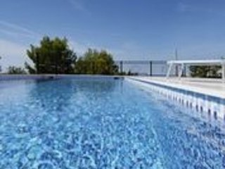 Deluxe Apartment with swimingpool, panoramic view, luxury, 50 m from beaches