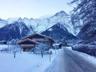4 bedroom demi chalet in central Les Houches luxury spec hot tub 100m to shops