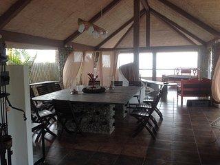 Señorial casa al pie del mar,con acceso directo y privado a la playa.wifi,tv., Montañita