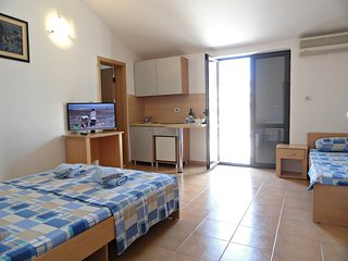 Apartments Mare- apartment for 3 near the sea #302