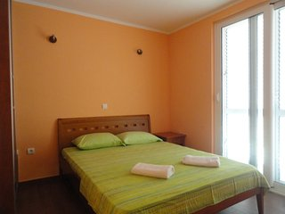 One bedroom apartment close to the beach, Rafailovici No.1