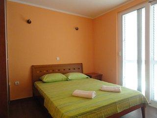 One bedroom apartment close to the beach, Rafailovici No.1