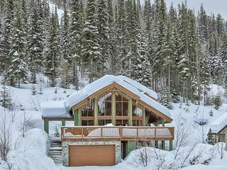 Eagle Chalet - 3 bedroom plus loft - ski in - with Private Hot Tub