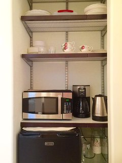 Kitchennette with microwave, coffee maker, compact fritz and utencils