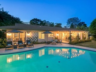 15% OFF SEP - Stunning Gated 1 Acre Retreat w/ Pool, Firepit & Tennis Court