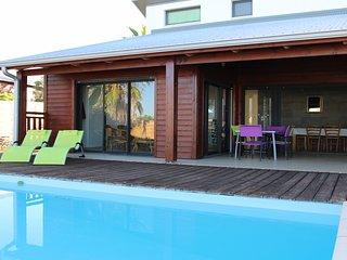 Villa St Gilles-Les-Bains, moderne, tout confort piscine, 4 chambres climatisées