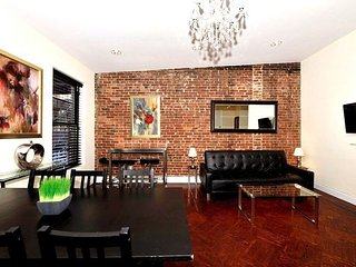 Prime location in UES 3 Bed 2 Bath for 8 people. Stay be Central Park, MoMA, etc
