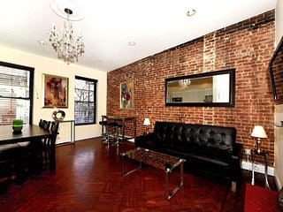 Prime location in UES 3 Bed 2 Bath for 8 people. Stay be Central Park, MoMA, etc, New York