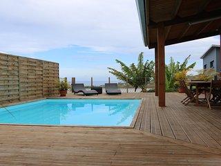 Villa moderne à Grand Bois, tout confort, 3 chambres , piscine au sel,   vue mer