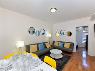 Colorful 3 Bed 1 Bath for 8 people in Little Italy by SoHo + Chinatown, New York