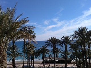A pie de playa. Piscina. WiFi. Garaje. Alquiler bicicletas