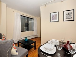 A 3 Bed 1 Bath for 6 people in FiDi near Wall Street, World Trade Centre + more!, New York City