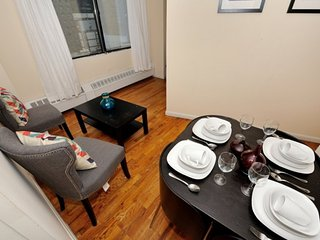 A 3 Bed 1 Bath for 6 people in FiDi near Wall Street, World Trade Centre + more!