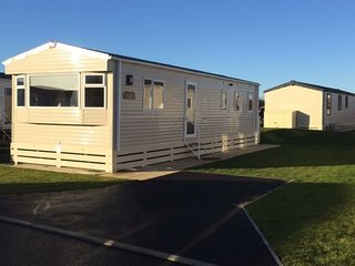 Tattershall Lakes County Park caravan home rental