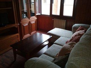 Salon con Televisor, Sofá ampliable y comodo