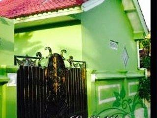 Lemongrass Villa Nusa Dua - CLEAN WHITE SANDY BEACHES, vacation rental in Nusa Dua
