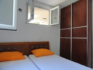One bedroom apartment close to the beach, Rafailovici No.2