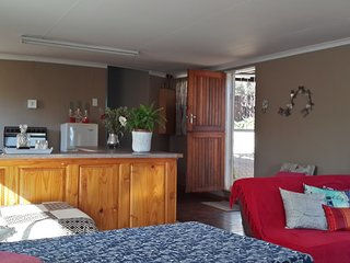 Dublin Guest Lodge: 4 units with en-suite & patio. All equipped