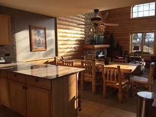 Grand Bear Updated Lux Cabin: Chef kitch,Wi-Fi,Sleep 12 SWIM/HIKE/FISH/BOAT/GOLF, Utica