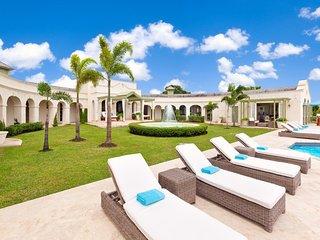 4 Bedroom Luxury Romanesque House + pool + sea views + beach club