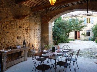En Provence, mas Le Petit Bréjas avec piscine, Mondragon