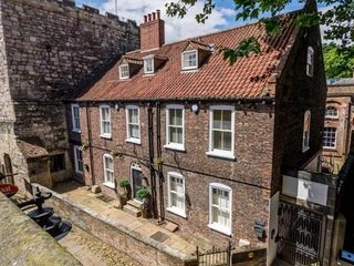 Historic Whistler House - York City Centre