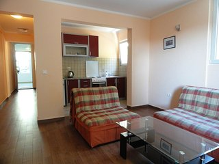 One bedroom apartment close to the beach, Rafailovici No.3