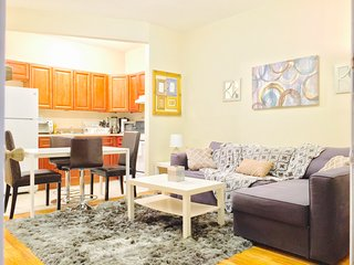 Modern 2 bedroom flat with home office, Perfect for work relocation, Near subway, Riverdale