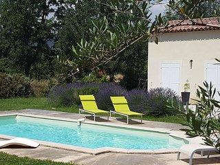 Villa avec Piscine Privée dans le sud de la France à 35 km de la mer, Nans-les-Pins
