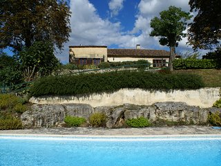 La Bidonne - Secluded 18th Century Farmhouse with stunning views of Saussignac