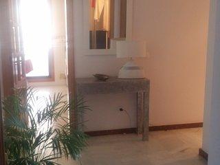 Amplio y luminoso apartamento a 5 min. playa, San Luis de Sabinillas