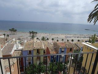 VD3, Ático con vistas al mar sobre la muralla del casco antiguo de Villajoyosa