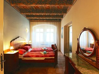 Beautiful 2 Bedroom Apt in 16th Century House, Praga