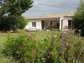 Villa Ré charme, confort et calme d'un jardin arboré de 1000m2 RARE !