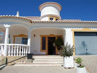 Villa Daniel-Ferienhaus für 8 Personen liegt in einer ruhigen Seitenstraße