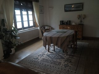 Appartement  large private gardens,patio wifi internet