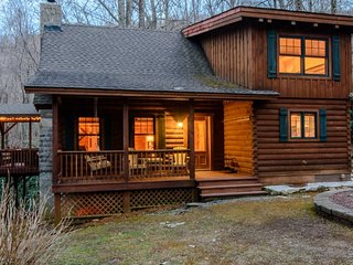 Cozy Cabin in the Woods on a Mountain Creek, Centrally-located close to, Seven Devils