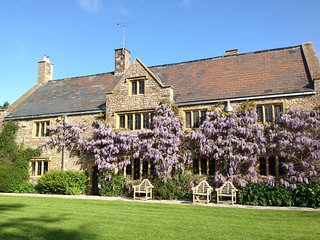 LUXURY MANOR: SLPS 11-27 SOMERSET: STAYS FROM £1600