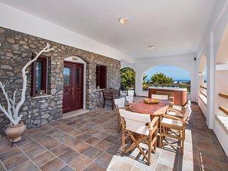 Summer House Collection Luxury 2 Bedroom Villa Kiki close to Black Sand Beach, Perissa