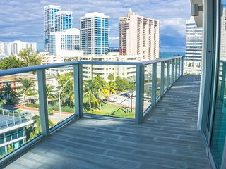 3BR Miami Beach Penthouse + Rooftop Terrace + Pool