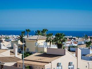Tolle Ferienwohnung mit Meerblick, riesiger Dachterrasse, Außendusche, WLAN, ...