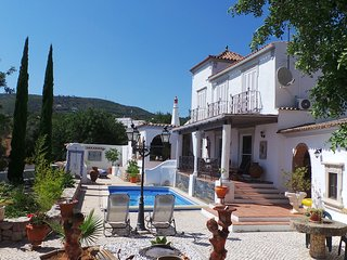 Charming 3 bedroom Villa with Pool and stunning panorama sea views