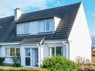 BEACH VIEW COTTAGE, semi-detached, open fire, close to ferry terminal, Campbeltown, Ref 946335